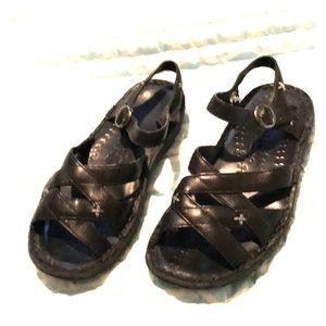 🌴 Keen Black Crisscross Sandals 🌴